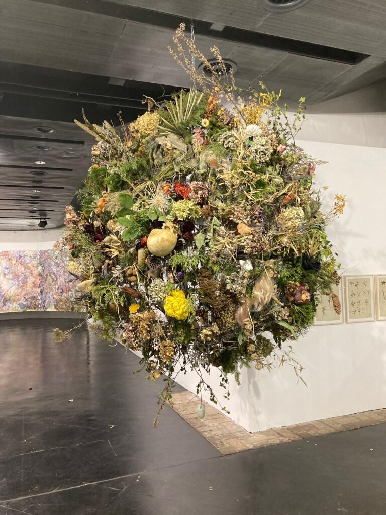 Karin Pliem u. Yvonne Oswald, Weltkugel_Orbit, 2021, Installation, DM ca 180 cm 250521 9